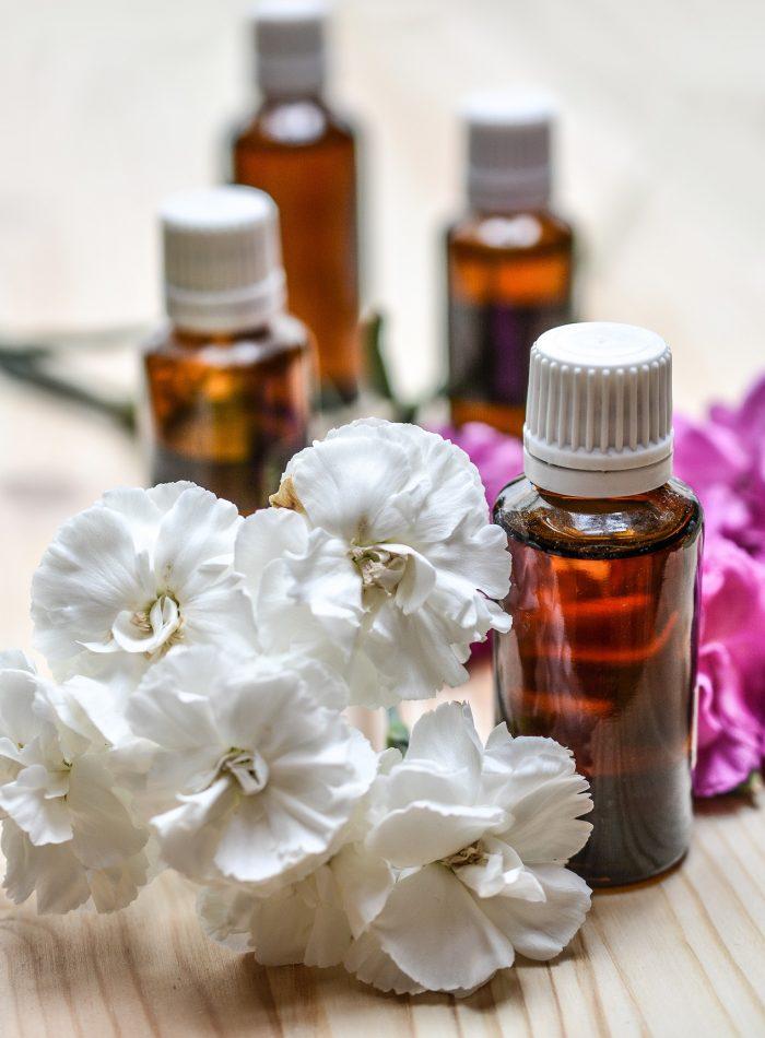essential-oils-1433693_1920